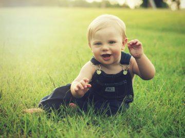 Los padres pueden iniciar la intervención para reducir los síntomas del autismo antes del primer año de vida del niño